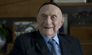 epa05115390 (FILE) A file picture dated 27 January 2015 shows Holocaust survivor Israel (Yisrael) Krystal at his home in the city of Haifa, Israel. According to a report by Israeli newspaper Haaretz on 20 January 2016, Krystal could be the oldest living man, if he was able to prove his age of 112 years. The report says Krystal was contacted by the Gerontology Research Group, which collect data about supercentenarians and provide it to the Guinness World Record organisation. The news comes after the oldest living man until then, Japanese Yasutaro Koide, had died at the age of 112 on 19 January. EPA/ABIR SULTAN